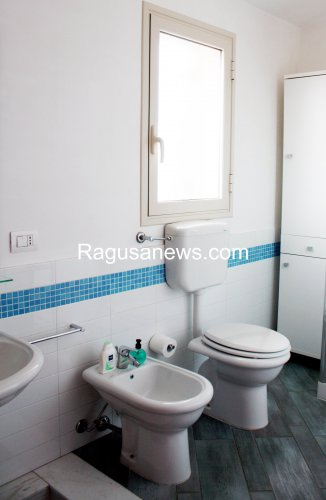 https://www.ragusanews.com/resizer/resize.php?url=https://www.ragusanews.com//immagini_articoli/16-03-2015/1426495125-1-affitto-appartamento-a-donnalucata.jpg&size=326x500c0