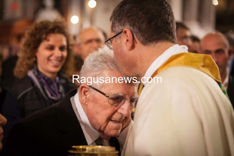 https://www.ragusanews.com/resizer/resize.php?url=https://www.ragusanews.com//immagini_articoli/16-03-2016/1458129339-0-e--morto-il-papa-di-don-corrado-lorefice.jpg&size=750x500c0