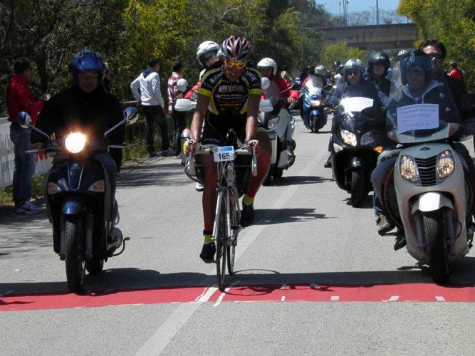https://www.ragusanews.com/resizer/resize.php?url=https://www.ragusanews.com//immagini_articoli/16-04-2012/1396122181-i-risultati-della-granfondo-monti-iblei.jpg&size=667x500c0