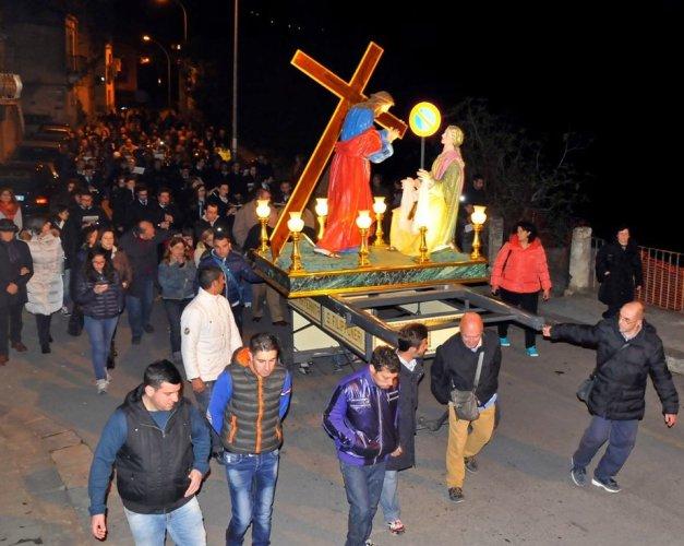 https://www.ragusanews.com/resizer/resize.php?url=https://www.ragusanews.com//immagini_articoli/16-04-2014/1397671373-a-ragusa-la-settimana-santa-e-la-veronica.jpg&size=627x500c0