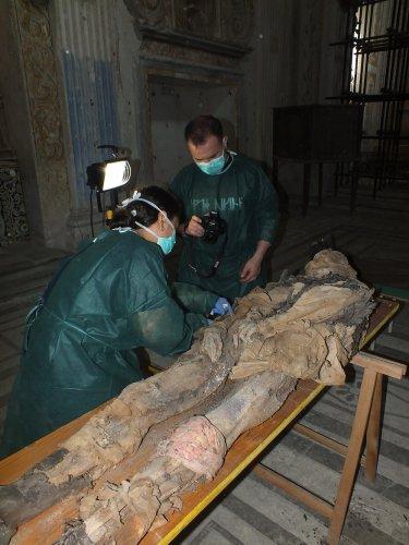 https://www.ragusanews.com/resizer/resize.php?url=https://www.ragusanews.com//immagini_articoli/16-06-2016/1466075655-1-modica-studio-paleontologico-delle-mummie-di-sant-anna.jpg&size=375x500c0