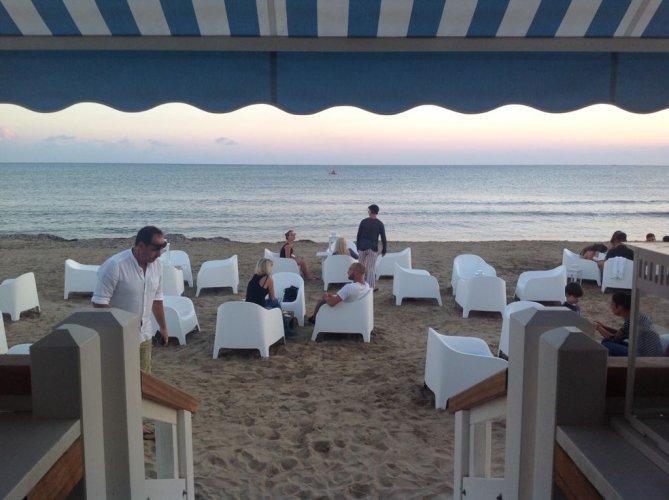 https://www.ragusanews.com/resizer/resize.php?url=https://www.ragusanews.com//immagini_articoli/16-06-2018/1529169893-1-spettacolo-mare-porto-ulisse-beach-serafino.jpg&size=669x500c0