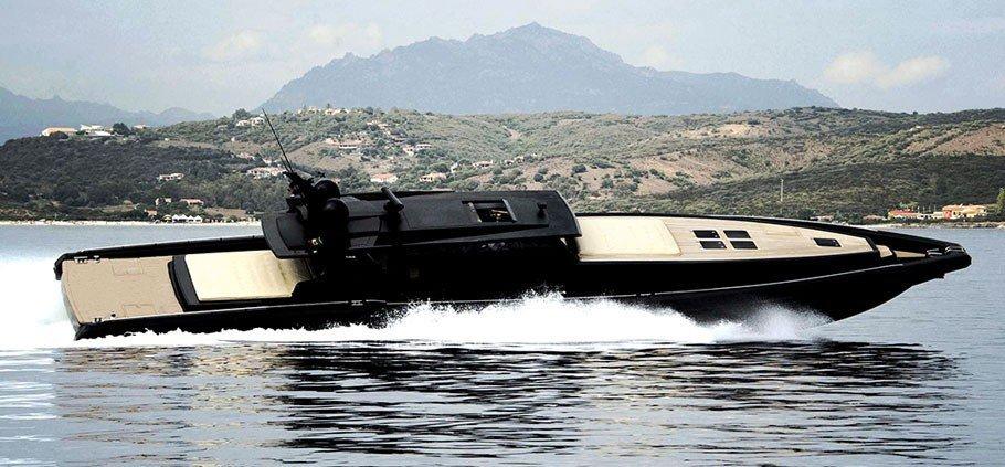 https://www.ragusanews.com/resizer/resize.php?url=https://www.ragusanews.com//immagini_articoli/16-07-2017/1500225307-1-yacht-gommone-roberto-cavalli-atteso-marina-ragusa.jpg&size=1076x500c0