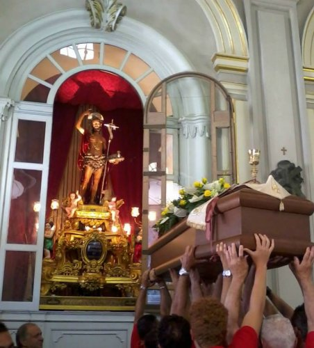 https://www.ragusanews.com/resizer/resize.php?url=https://www.ragusanews.com//immagini_articoli/16-08-2014/1408214321-0-celebrati-i-funerali-di-don-carmelo-tidona.jpg&size=452x500c0