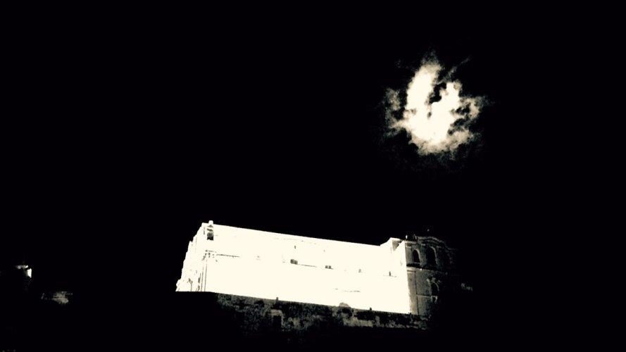 https://www.ragusanews.com/resizer/resize.php?url=https://www.ragusanews.com//immagini_articoli/16-08-2015/1439759723-0-l-altra-faccia-della-luna.jpg&size=889x500c0