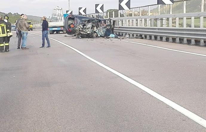 https://www.ragusanews.com/resizer/resize.php?url=https://www.ragusanews.com//immagini_articoli/16-11-2018/1542377609-1-incidente-morti-quattro-feriti-butera.jpg&size=781x500c0