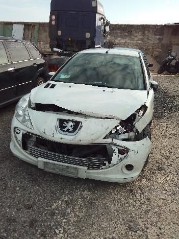 https://www.ragusanews.com/resizer/resize.php?url=https://www.ragusanews.com//immagini_articoli/16-12-2015/1450257618-0-incidente-autonomo-grave-un-19enne.jpg&size=375x500c0