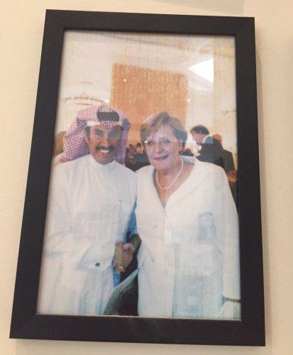 https://www.ragusanews.com/resizer/resize.php?url=https://www.ragusanews.com//immagini_articoli/16-12-2015/1450306347-1-ministro-del-qatar-a-modica-per-affari.jpg&size=413x500c0