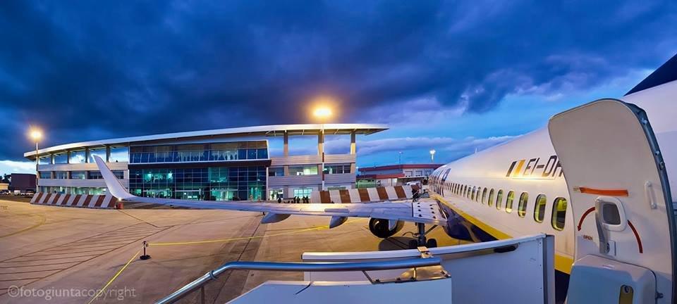https://www.ragusanews.com/resizer/resize.php?url=https://www.ragusanews.com//immagini_articoli/17-01-2014/1396118189-comiso-aeroporto-di-interesse-nazionale.jpg&size=1111x500c0