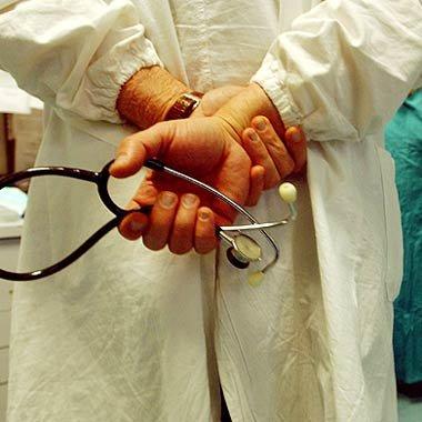 https://www.ragusanews.com/resizer/resize.php?url=https://www.ragusanews.com//immagini_articoli/17-05-2011/1396124135-e--stato-riassunto-il-medico-licenziato-al-busacca.jpg&size=500x500c0