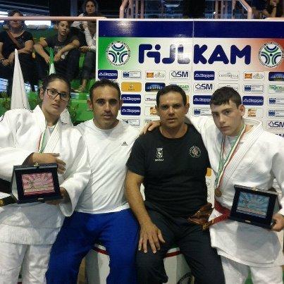https://www.ragusanews.com/resizer/resize.php?url=https://www.ragusanews.com//immagini_articoli/17-06-2012/1396121873-judo-marta-causarano-e-angelo-vilardo-ottengono-largento.jpg&size=500x500c0