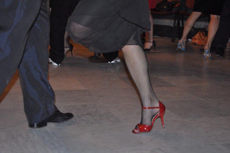 https://www.ragusanews.com/resizer/resize.php?url=https://www.ragusanews.com//immagini_articoli/17-06-2017/1497682600-1-lezione-tango.jpg&size=753x500c0
