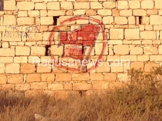 https://www.ragusanews.com/resizer/resize.php?url=https://www.ragusanews.com//immagini_articoli/17-08-2014/1408294437-1-se-il-pisciotto-serve-a-fare-propaganda-antifascista.jpg&size=667x500c0