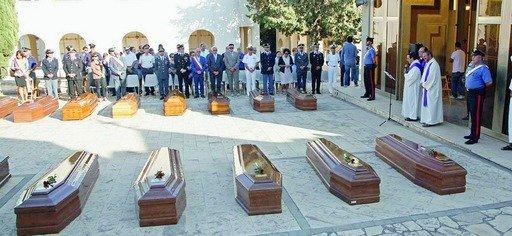 https://www.ragusanews.com/resizer/resize.php?url=https://www.ragusanews.com//immagini_articoli/17-09-2014/1410940516-1-migranti-funerali-con-doppio-rito-a-pozzallo.jpg&size=1085x500c0