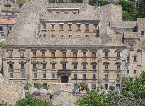 https://www.ragusanews.com/resizer/resize.php?url=https://www.ragusanews.com//immagini_articoli/17-09-2014/1410988292-0-il-classico-di-modica-nello-sblocca-italia.jpg&size=681x500c0