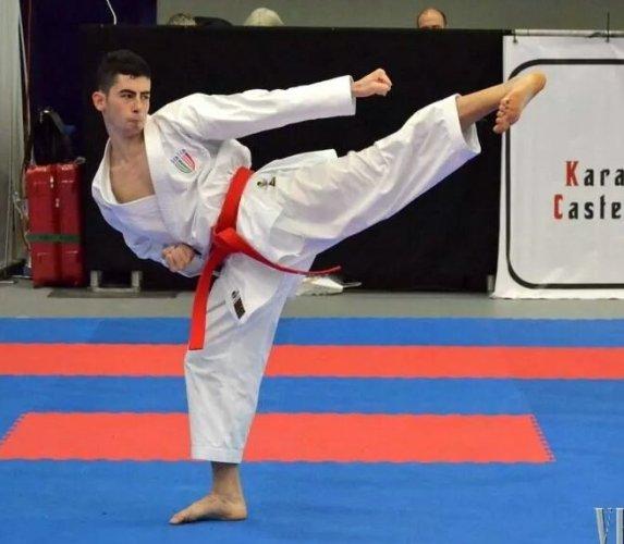 https://www.ragusanews.com/resizer/resize.php?url=https://www.ragusanews.com//immagini_articoli/17-11-2014/1416264845-karate-tre-ori-per-panagia.jpg&size=573x500c0
