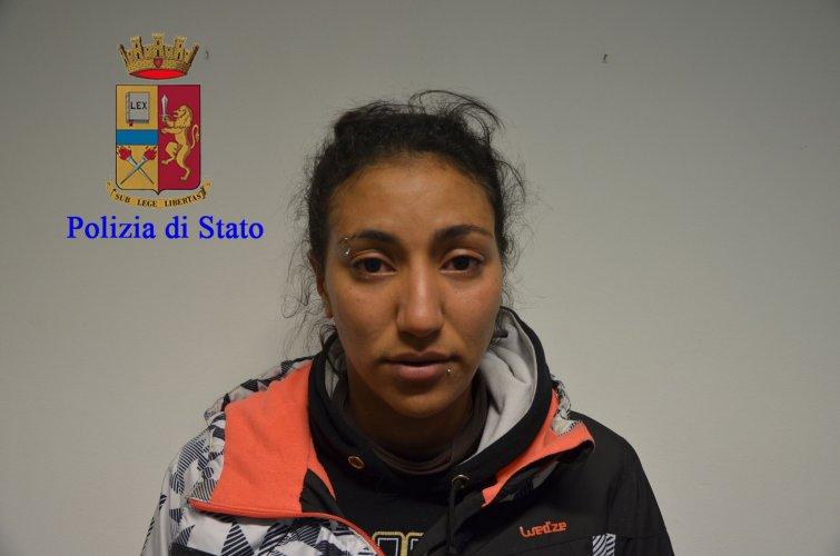 https://www.ragusanews.com/resizer/resize.php?url=https://www.ragusanews.com//immagini_articoli/17-11-2016/1479396315-3-quattordici-arresti-per-droga-a-modica-sei-sono-donne.jpg&size=755x500c0
