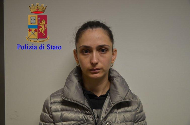 https://www.ragusanews.com/resizer/resize.php?url=https://www.ragusanews.com//immagini_articoli/17-11-2016/1479396315-5-quattordici-arresti-per-droga-a-modica-sei-sono-donne.jpg&size=755x500c0