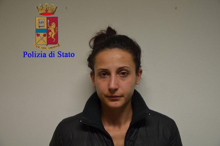 https://www.ragusanews.com/resizer/resize.php?url=https://www.ragusanews.com//immagini_articoli/17-11-2016/1479396317-10-quattordici-arresti-per-droga-a-modica-sei-sono-donne.jpg&size=755x500c0