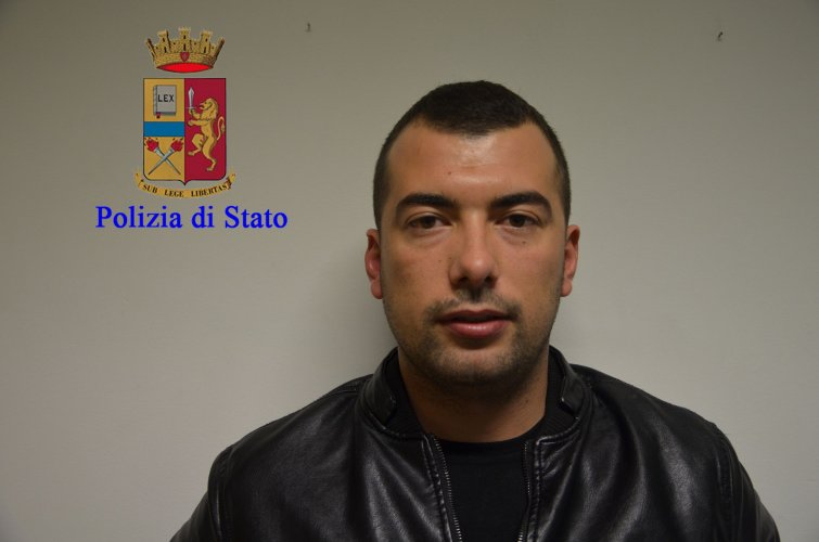 https://www.ragusanews.com/resizer/resize.php?url=https://www.ragusanews.com//immagini_articoli/17-11-2016/1479396317-11-quattordici-arresti-per-droga-a-modica-sei-sono-donne.jpg&size=755x500c0