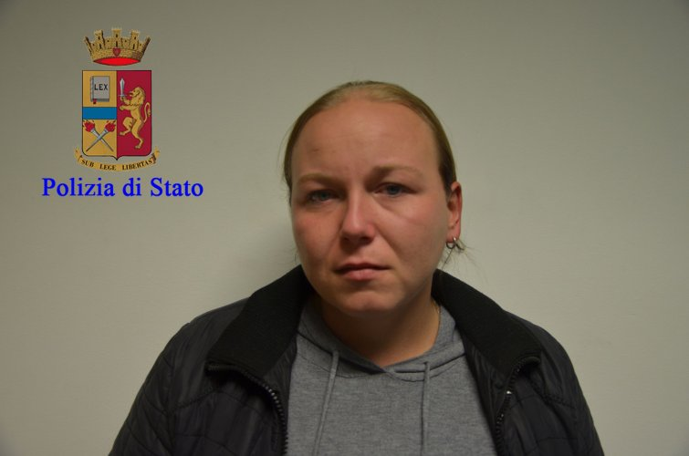 https://www.ragusanews.com/resizer/resize.php?url=https://www.ragusanews.com//immagini_articoli/17-11-2016/1479396317-14-quattordici-arresti-per-droga-a-modica-sei-sono-donne.jpg&size=755x500c0