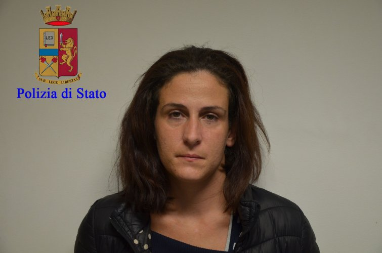 https://www.ragusanews.com/resizer/resize.php?url=https://www.ragusanews.com//immagini_articoli/17-11-2016/1479396317-9-quattordici-arresti-per-droga-a-modica-sei-sono-donne.jpg&size=755x500c0