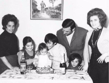 https://www.ragusanews.com/resizer/resize.php?url=https://www.ragusanews.com//immagini_articoli/18-03-2019/1552938368-1-famiglia-fiorello-album-foto.png&size=657x500c0