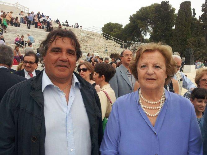https://www.ragusanews.com/resizer/resize.php?url=https://www.ragusanews.com//immagini_articoli/18-05-2015/1431937490-1-nelle-supplici-di-moni-ovadia-i-migranti-parlano-siciliano.jpg&size=667x500c0