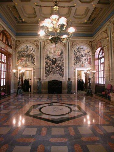 https://www.ragusanews.com/resizer/resize.php?url=https://www.ragusanews.com//immagini_articoli/18-06-2015/1434634080-2-il-palazzo-del-governo-a-ragusa-tra-architettura-e-cicli-decorativi.jpg&size=375x500c0
