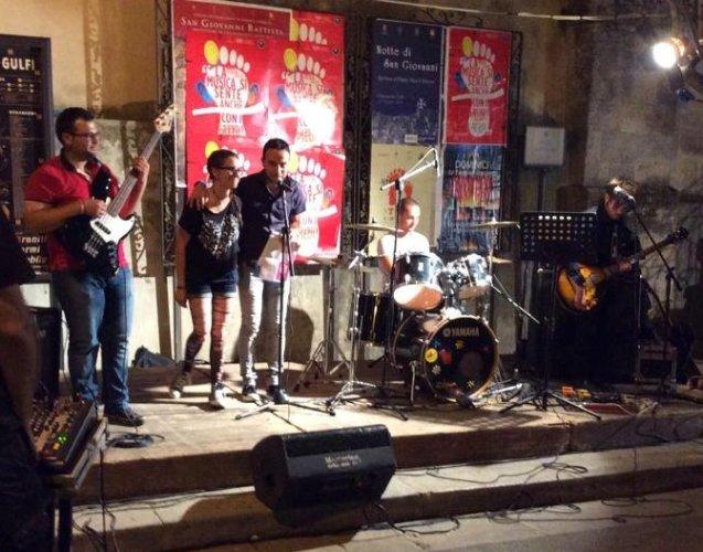 https://www.ragusanews.com/resizer/resize.php?url=https://www.ragusanews.com//immagini_articoli/18-06-2015/1434639554-0-festa-europea-della-musica-a-chiaramonte.jpg&size=637x500c0