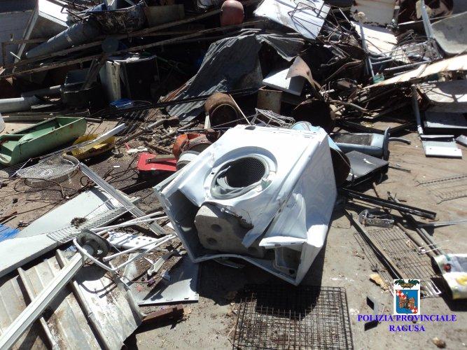 https://www.ragusanews.com/resizer/resize.php?url=https://www.ragusanews.com//immagini_articoli/18-07-2014/1405702082-0-polizia-provinciale-sequestra-area-di-stoccaggio-di-rottami-ferrosi.jpg&size=667x500c0