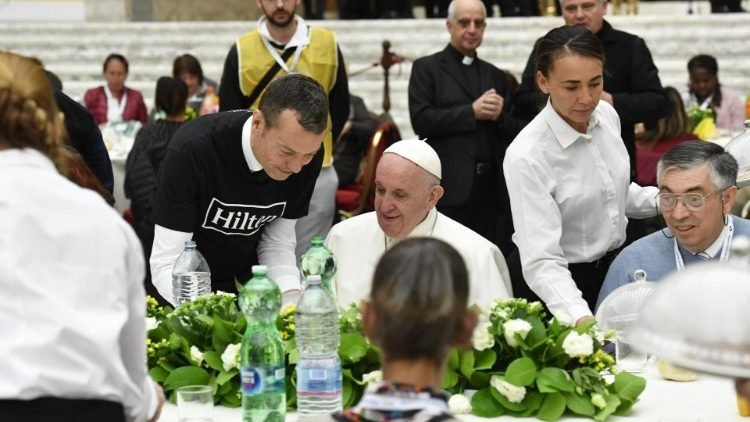 https://www.ragusanews.com/resizer/resize.php?url=https://www.ragusanews.com//immagini_articoli/18-11-2018/1542553449-1-caro-salvini-pranzo-servito-palermo-roma.jpg&size=889x500c0