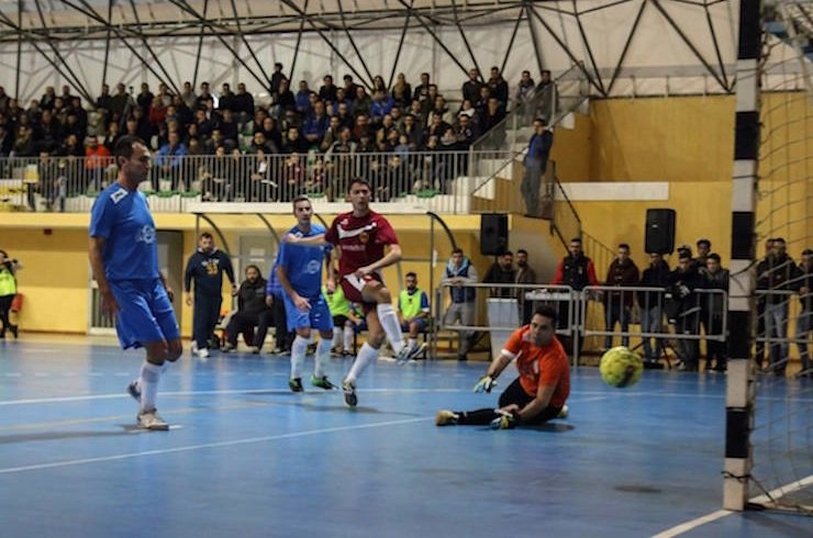 https://www.ragusanews.com/resizer/resize.php?url=https://www.ragusanews.com//immagini_articoli/19-01-2015/1421668289-0-calcio-a-5-scicli-primo-in-classifica.jpg&size=755x500c0