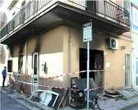 https://www.ragusanews.com/resizer/resize.php?url=https://www.ragusanews.com//immagini_articoli/19-05-2011/1396124131-esplosione-della-palazzina-di-marina-di-ragusa-mandante-ed-esecutore.jpg&size=625x500c0