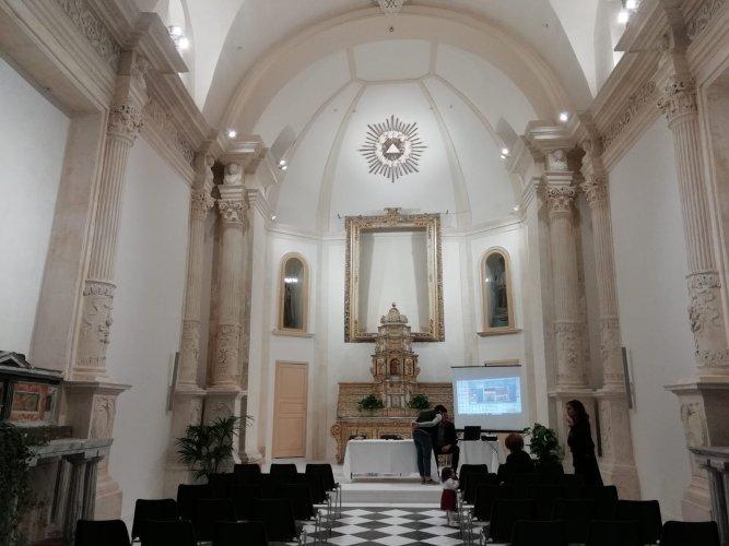 https://www.ragusanews.com/resizer/resize.php?url=https://www.ragusanews.com//immagini_articoli/19-05-2018/1526722589-8-rinasce-auditorium-santa-teresa-sorpresa-fabrizio-pollio-video.jpg&size=667x500c0