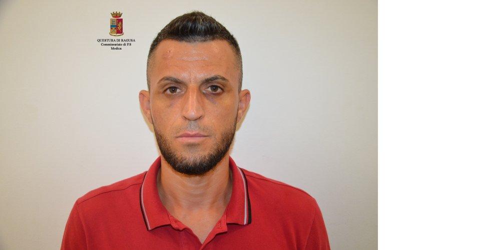 https://www.ragusanews.com/resizer/resize.php?url=https://www.ragusanews.com//immagini_articoli/19-08-2017/1503147457-1-modica-furti-abitazione-arrestati-albanesi.jpg&size=975x500c0