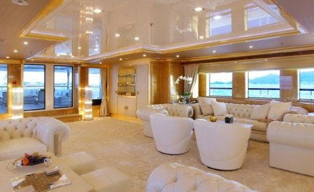 https://www.ragusanews.com/resizer/resize.php?url=https://www.ragusanews.com//immagini_articoli/19-09-2016/1474304493-1-e--arrivato-lo-yacht-by-fendi-con-cristalli-swarovski.jpg&size=816x500c0