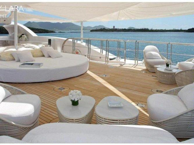 https://www.ragusanews.com/resizer/resize.php?url=https://www.ragusanews.com//immagini_articoli/19-09-2016/1474304567-1-e--arrivato-lo-yacht-by-fendi-con-cristalli-swarovski.jpg&size=667x500c0