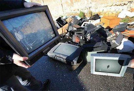 https://www.ragusanews.com/resizer/resize.php?url=https://www.ragusanews.com//immagini_articoli/20-01-2014/1396118178-lancia-il-televisore-dal-balcone-danneggiando-auto-in-sosta.jpg&size=740x500c0
