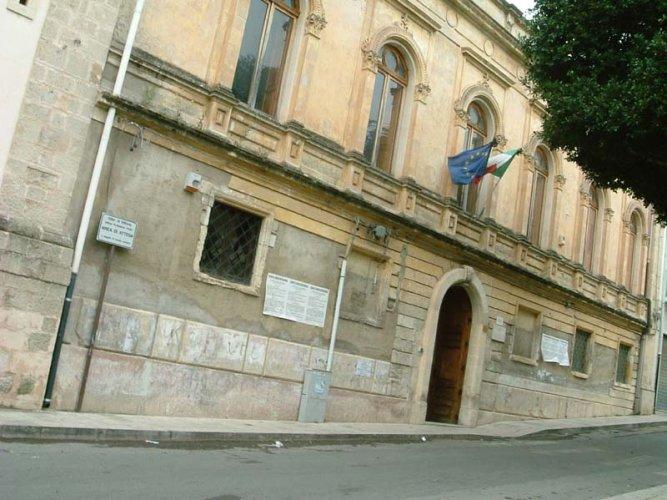 https://www.ragusanews.com/resizer/resize.php?url=https://www.ragusanews.com//immagini_articoli/20-02-2016/1455963840-0-dimensionamento-la-scuola-san-biagio-non-ci-sta.jpg&size=667x500c0