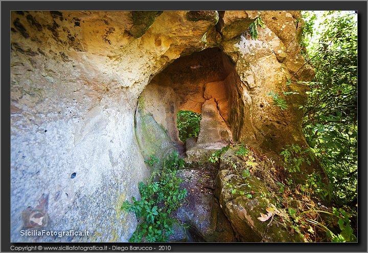 https://www.ragusanews.com/resizer/resize.php?url=https://www.ragusanews.com//immagini_articoli/20-03-2014/1396117670-escursione-a-cava-bauli-a-palazzolo-acreide.jpg&size=729x500c0
