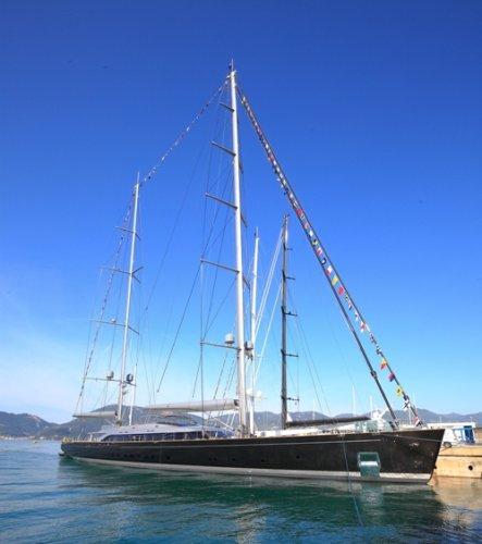 https://www.ragusanews.com/resizer/resize.php?url=https://www.ragusanews.com//immagini_articoli/20-05-2016/1463697298-1-offerto-a-silvio-la-yacht-a-vela-piu-grande-sybaris-foto.jpg&size=443x500c0