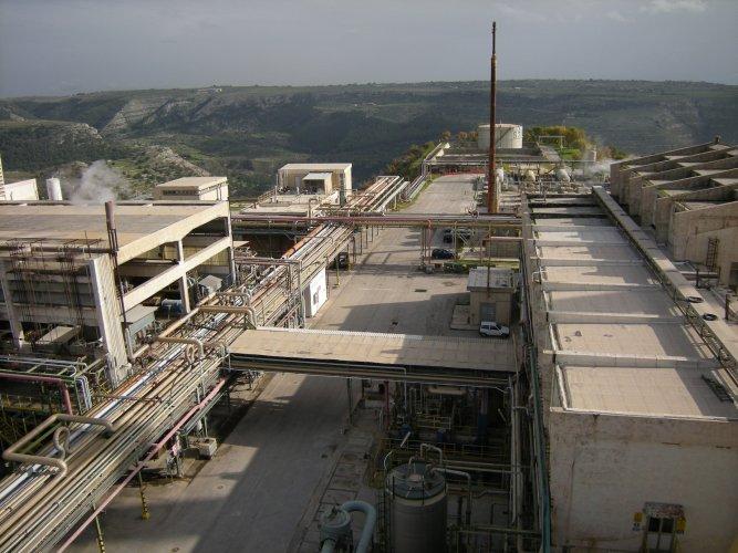 https://www.ragusanews.com/resizer/resize.php?url=https://www.ragusanews.com//immagini_articoli/20-07-2014/1405875190-0-il-29-luglio-sciopero-unitario-lavoratori-eni-in-sicilia.jpg&size=667x500c0
