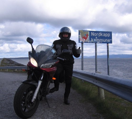 https://www.ragusanews.com/resizer/resize.php?url=https://www.ragusanews.com//immagini_articoli/20-07-2015/1437419169-1-da-capo-passero-a-capo-nord-in-moto.jpg&size=554x500c0