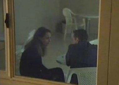 https://www.ragusanews.com/resizer/resize.php?url=https://www.ragusanews.com//immagini_articoli/20-11-2015/1448015417-0-video-veronica-in-carcere-al-marito-ho-lasciato-loris-a-casa.png&size=696x500c0