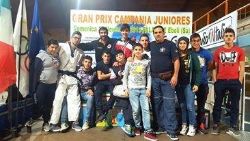 https://www.ragusanews.com/resizer/resize.php?url=https://www.ragusanews.com//immagini_articoli/20-11-2015/1448018877-0-judo-cinque-podi-per-la-koizumi.jpg&size=888x500c0