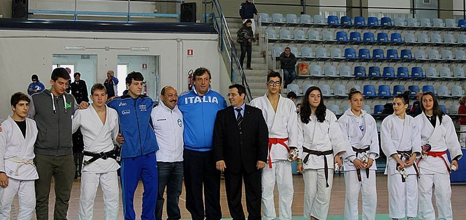 https://www.ragusanews.com/resizer/resize.php?url=https://www.ragusanews.com//immagini_articoli/20-12-2013/1396118384-judo-i-risultati-di-fine-anno-per-la-koizumi.jpg&size=1058x500c0