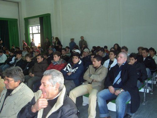 https://www.ragusanews.com/resizer/resize.php?url=https://www.ragusanews.com//immagini_articoli/21-01-2008/1396864107-agrario-biennio-a-jungi.jpg&size=667x500c0