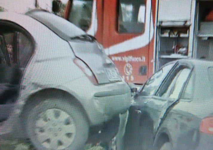 https://www.ragusanews.com/resizer/resize.php?url=https://www.ragusanews.com//immagini_articoli/21-02-2015/1424534253-1-incidente-a-zappulla-un-ferito-grave.jpg&size=713x500c0