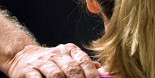 https://www.ragusanews.com/resizer/resize.php?url=https://www.ragusanews.com//immagini_articoli/21-03-2014/1396117666-evade-il-pensionato-pedofilo.jpg&size=988x500c0